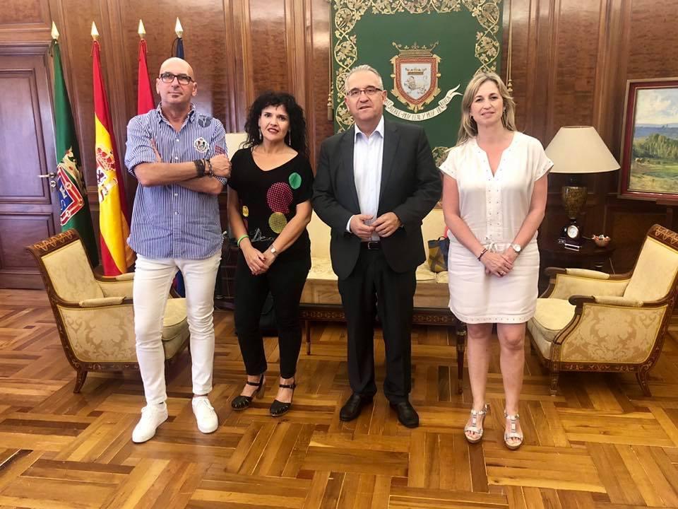 El presidente deAFAPNA,Juan Carlos Laboreo, responsable de Entidades Locales, Amparo Joyas, y la vicepresidenta del sindicato, Yolanda Erro